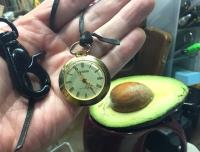 時計とアボカド.jpg